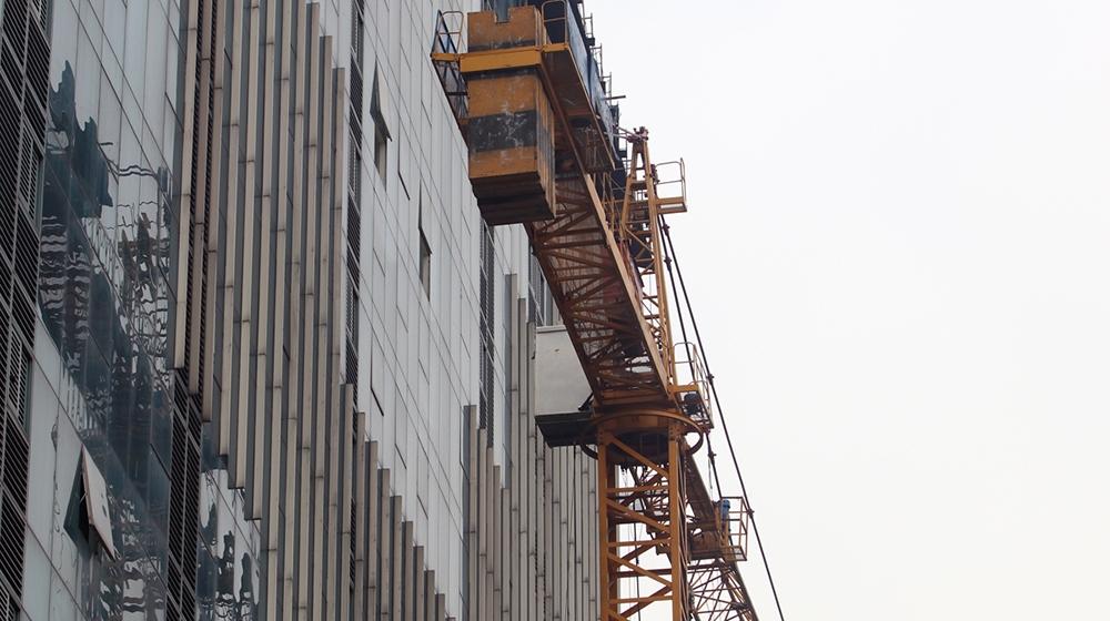 Chính thức phá dỡ tầng 18 toàn nhà 8B Lê Trực