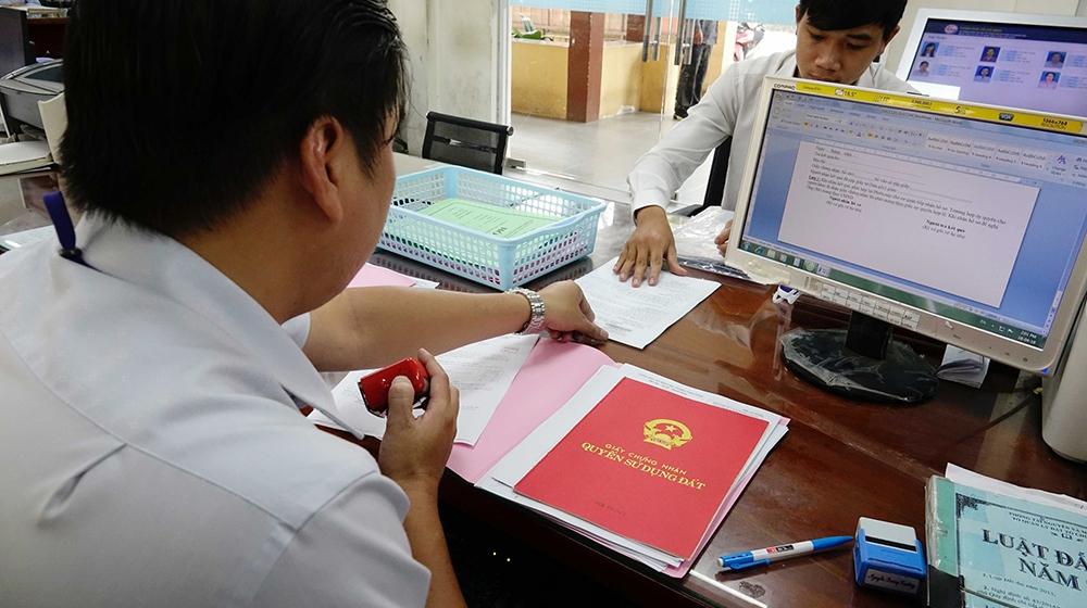 Thực hiện cấp sổ hồng cho người dân trong vòng 24h tại TP. HCM