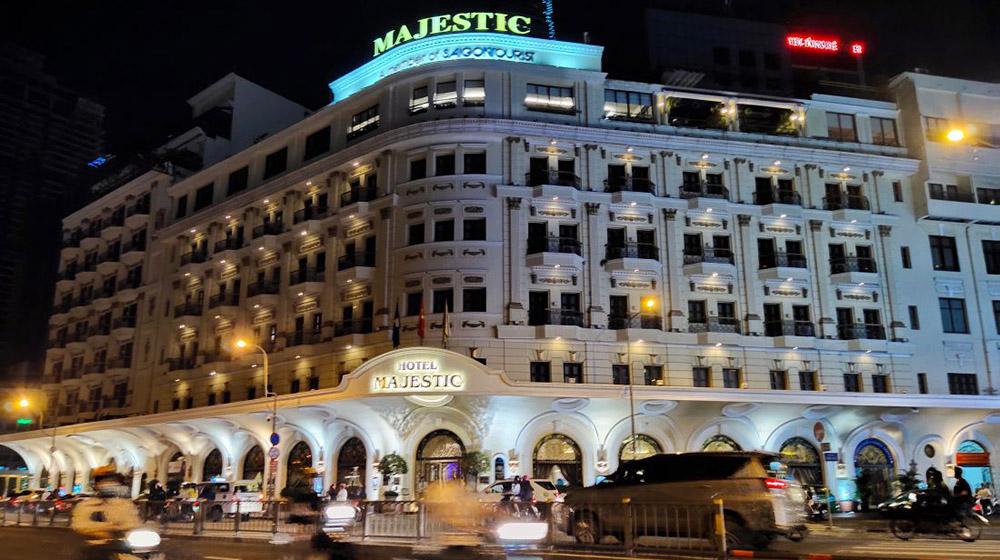 Không chịu nổi áp lực, nhiều khách sạn tại TP.HCM phải rao bán