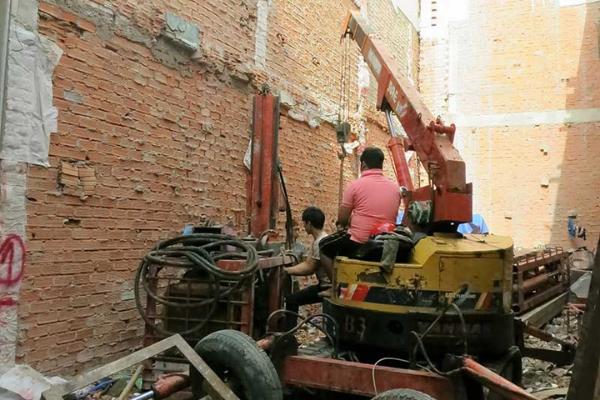 Xây dựng nhà làm ảnh hưởng đến nhà liền kề xử lý và khắc phục như thế nào?