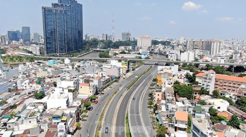 Áp lực dân số, khu vực trung tâm TP.HCM hạn chế các dự án cao tầng