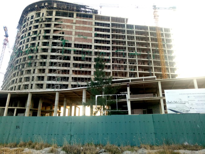 """Khách sạn 5 sao Pullman Quảng Bình tiếp tục chậm tiến độ, nhiều lần kéo dài """"ngày về đích"""""""