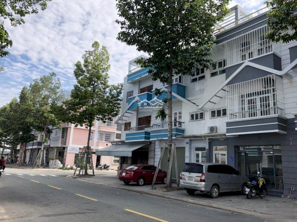 Có nên mua nhà trên trục đường chính?
